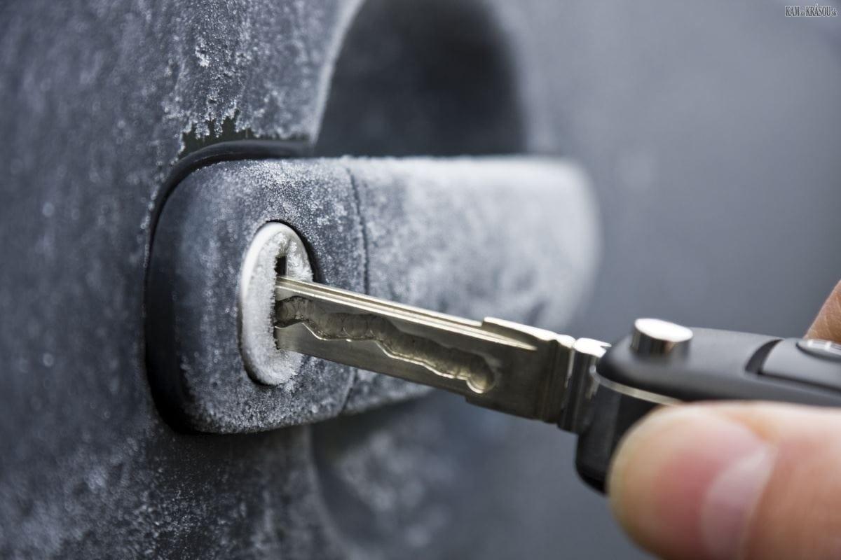 Не поворачивается ключ в замке двери машины